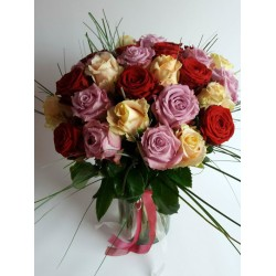 25 Roses mixed with green